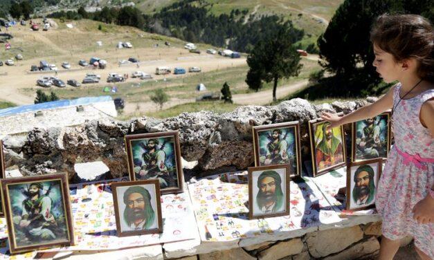 FOTO: Pelegrinazhi në Tomorr. Gjaku i kurbanëve derdhet lum, por sivjet ka pak besimtarë