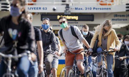 Amsterdami bën të detyrueshëm maskën në rrugë
