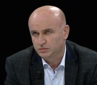Qeveria duhet të sfidojë imitimin e Berishës, nga Albin Kurti