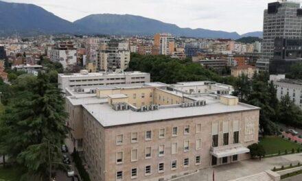"""Pandemia pritet të """"fshijë"""" 8 miliardë euro nga ekonomia shqiptare në tre vjet"""
