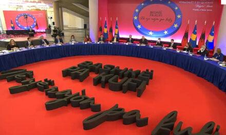 """Moska: Dy qeveritë po promovojnë """"Shqipërinë e Madhe"""", BE të reagojë"""