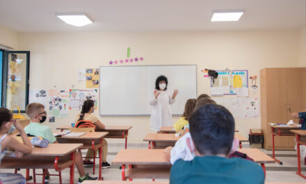 Mungesa e kushteve dhe testimet e pakëta mbajnë në pasiguri sistemin arsimor
