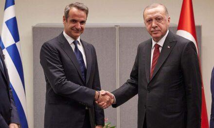 Mitsotakis telefonon Erdogan: Pavarësisht dallimeve, duhet të qëndrojnë pranë njëri-tjetrit