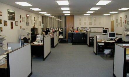 DAP nxjerr urdhrin për administratën: Si do organizohet puna në distancë dhe në zyrë