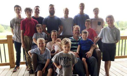 Pas 14 djemsh, më në fund kjo familje mirëpret një vajzë