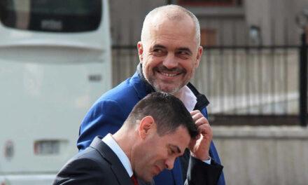 Çfarë pune bën Arben Ahmetaj?