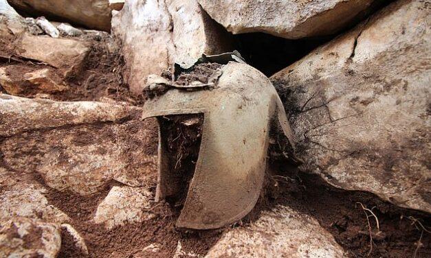 Helmeta ilire e zbuluar në Kroaci ngjall debate, arkeologët thonë se i përket luftëtarit grek
