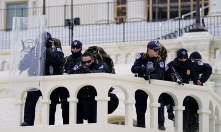 Vdekja e oficerit të Policisë intensifikon hetimet për sulmin në Kongres