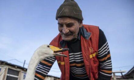 Miqësia e pazakontë: postieri Rexhep dhe mjellma Garip, 37 vjet bashkë