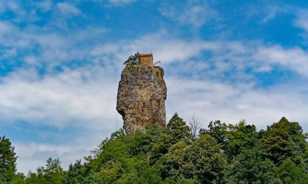 Kisha e pazakontë ku murgjit e guximshëm ngjiten më pranë Zotit