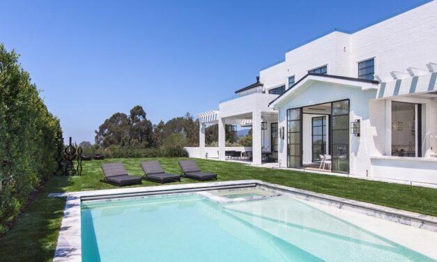 LeBron James nxjerr vilën në shitje… me ofertë
