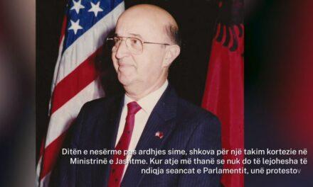 """""""Pashë një lot të rrëshqiste në faqen atij polici"""", si e kujton ambasadori i parë amerikan ardhjen në Shqipëri"""