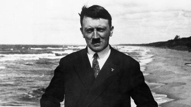 Letrat që zbulojnë marrëdhënien brutale të Adolf Hitlerit me babanë e tij