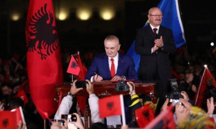 Meta i përgjigjet Ballës: Presidenti, gati për të firmosur Dekretin për mbrojtjen e Republikës