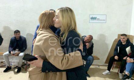 Një akt qytetarie nga Saranda: Përqafim mes dy kandidateve rivale