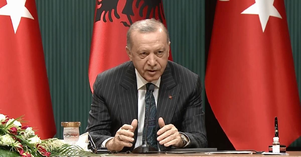 Erdogan cilëson partinë opozitare si terroriste: Nuk do lejojmë një grusht shteti