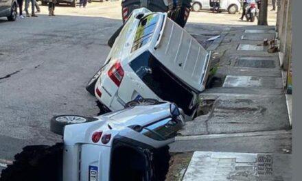 Shembet rruga në Romë, fundosen dy makina të parkuara