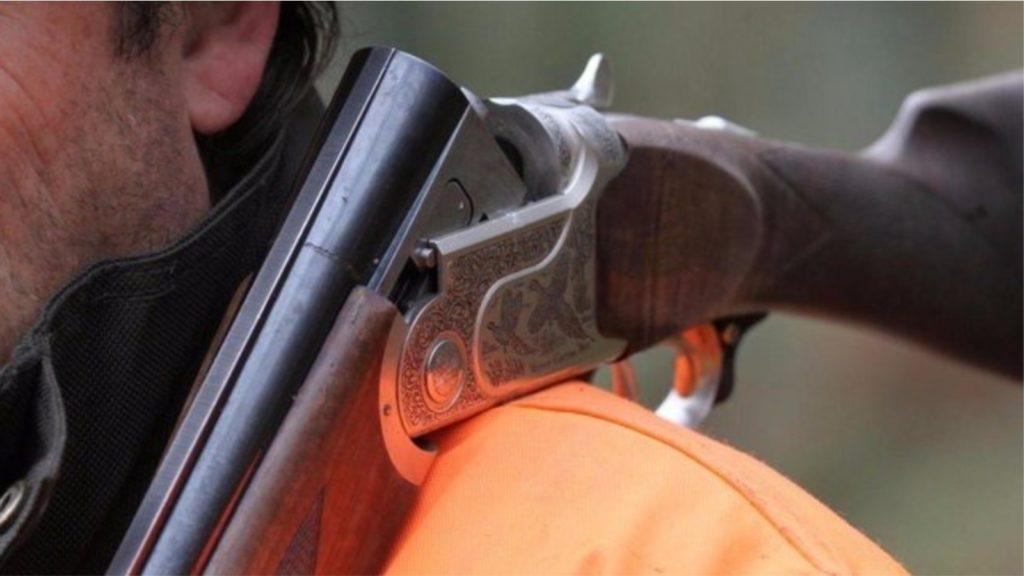 U larguan nga lokali pa paguar dy birra, pronari qëllon me pushkë klientët