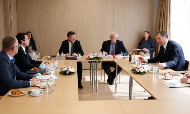 Takimi në Bruksel, Vuçiç polemika me Kurtin për njohjen e Kosovës