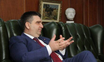SPAK zbarkon në Bashkinë e Fierit, prokurorët marrin dosjet e tenderave të firmosur nga Armando Subashi