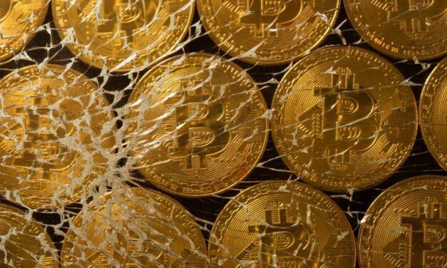 Bitcoin bie nën 30,000 dollarë mes shitjeve më të gjera të tregut të kriptomonedhave