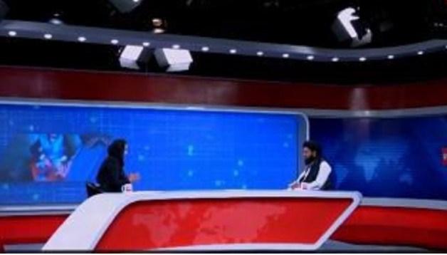 Gazetarja afgane strehohet në Shqipëri. Intervistoi në studio zëdhënësin e Talibanëve