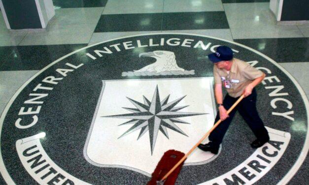 CIA u bë gati të përplasej me armë me agjentët rusë në rrugët e Londrës për të vrarë ose rrëmbyer Julian Assange – Raporti
