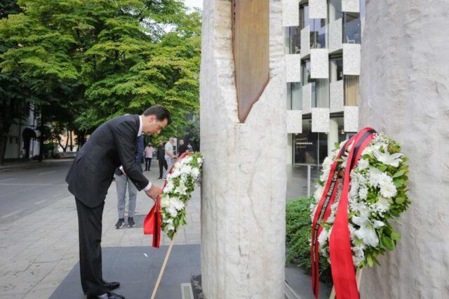 """""""Mirënjohja për Azem Hajdarin na bashkon"""", Basha kujton """"Heroin e Demokracisë"""", mungon Berisha"""