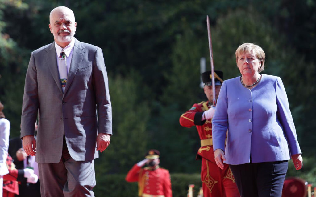 Merkel pro Ballkanit të Hapur: Nuk konkurron Procesin e Berlinit