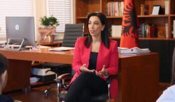 Viti i ri shkollor, ministrja Kushi thirrje nxënësve: Respektoni masat kundër Covid