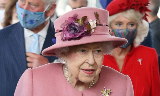 Mbretëresha kalon natën në spital