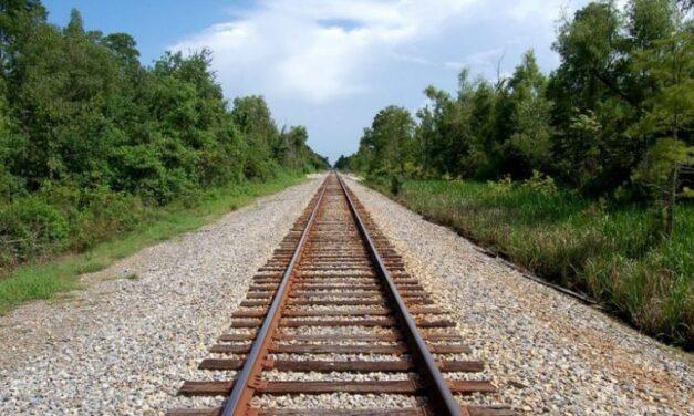 KKT miraton lejet e ndërtimit për hekurudhën Tiranë-Durrës, një masterplan dhe vileta në Dajt dhe portin e Rodonit